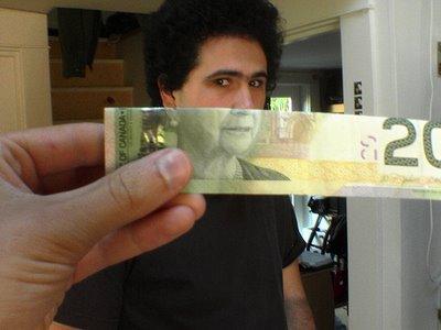 canada-queen-money-illusion-2