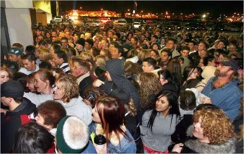 black_friday_crowds