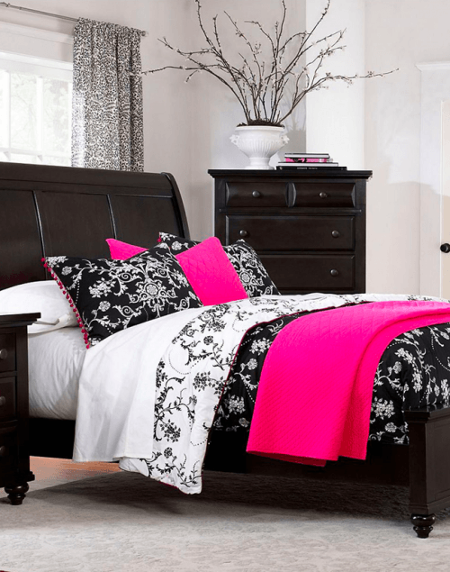 The hudson s bay daily forecast deals farnsworth queen for Bedroom furniture 50 off