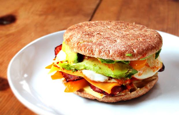 Low_Calorie-Breakfast-Sandwich-with-Turkey-Bacon