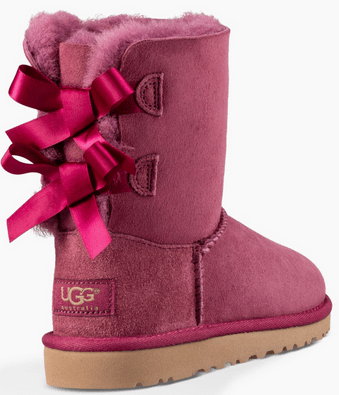 These Toddlers Bailey Bow UGG Boots feature an adorable twist to the classic UGG look, with double ribbon bow details attached on the back.