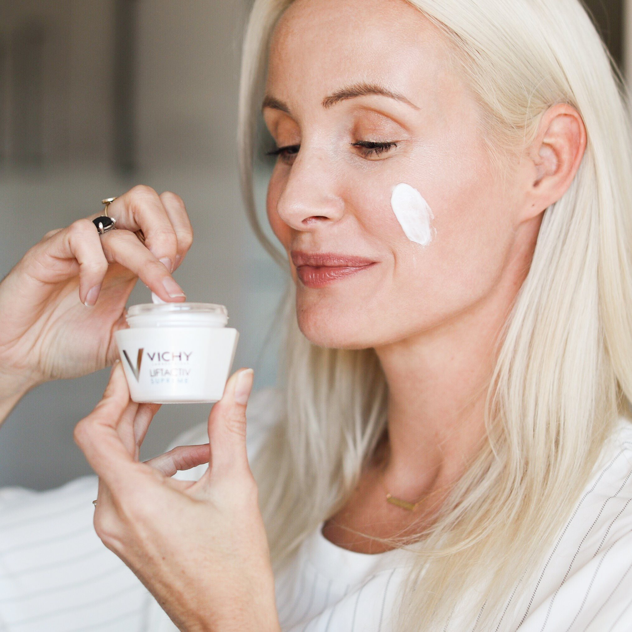 Vichy Canada VIP Event: Save 25% Off + FREE Shipping + FREE 12-Piece Gift